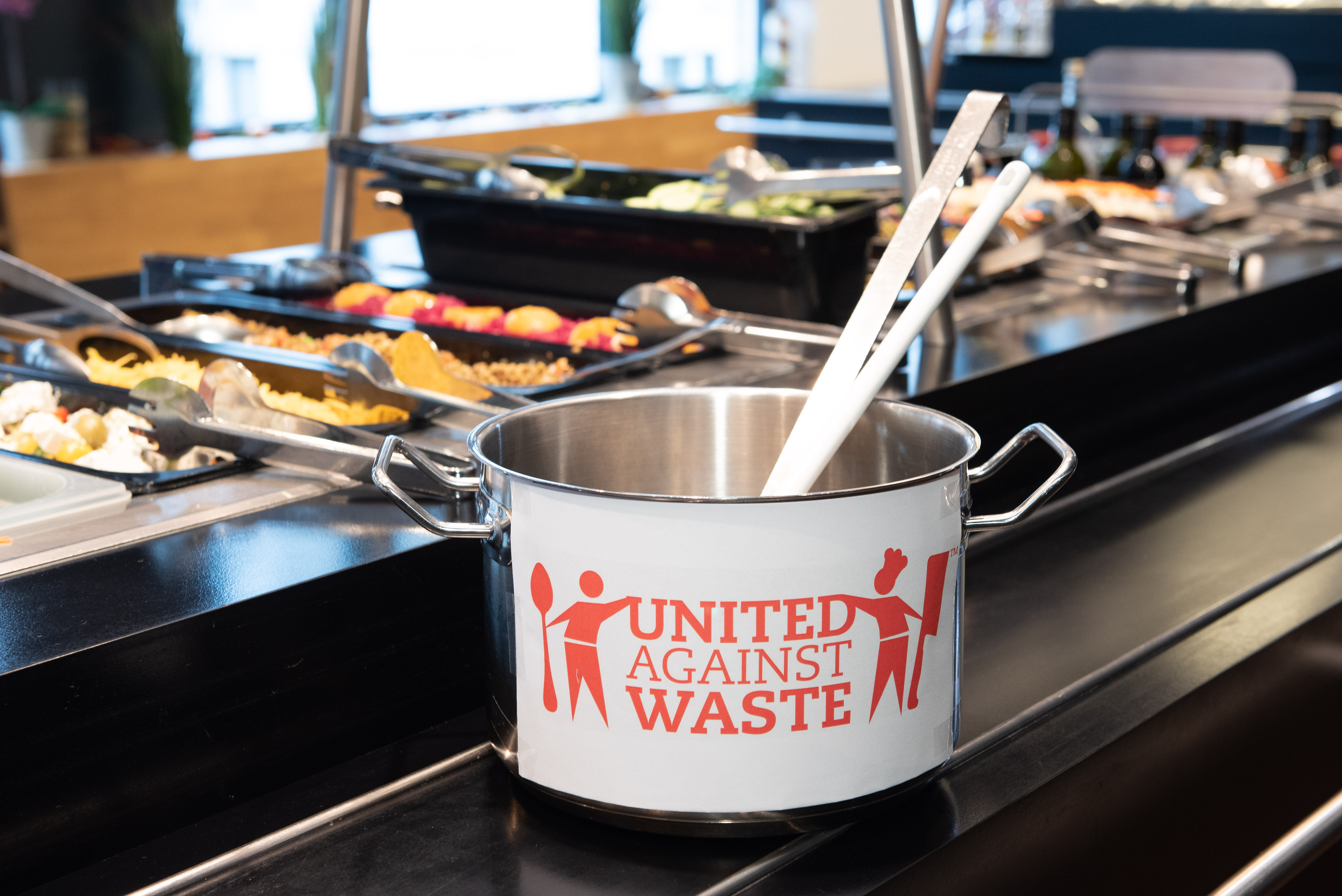 Topf mit United Against Waste Label
